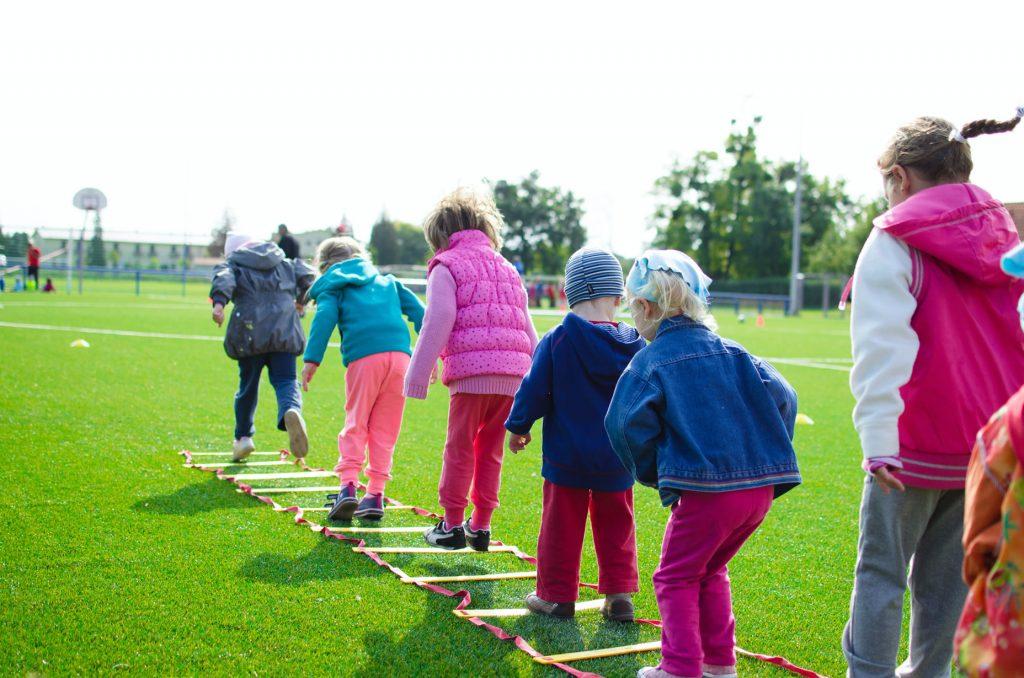 montessori-principle-peer-learning